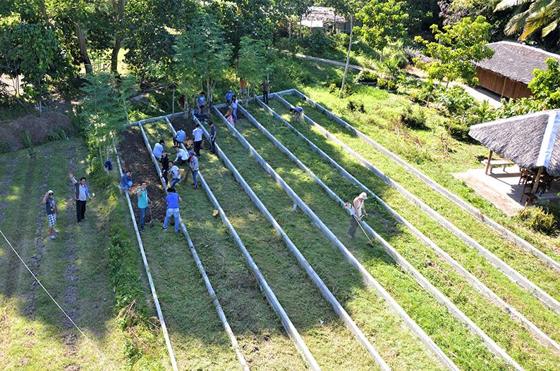 Beeteinfassung 6 - Rotary Club Jülich leistet erheblichen Beitrag zur Weiterentwicklung des Kinderdorfs