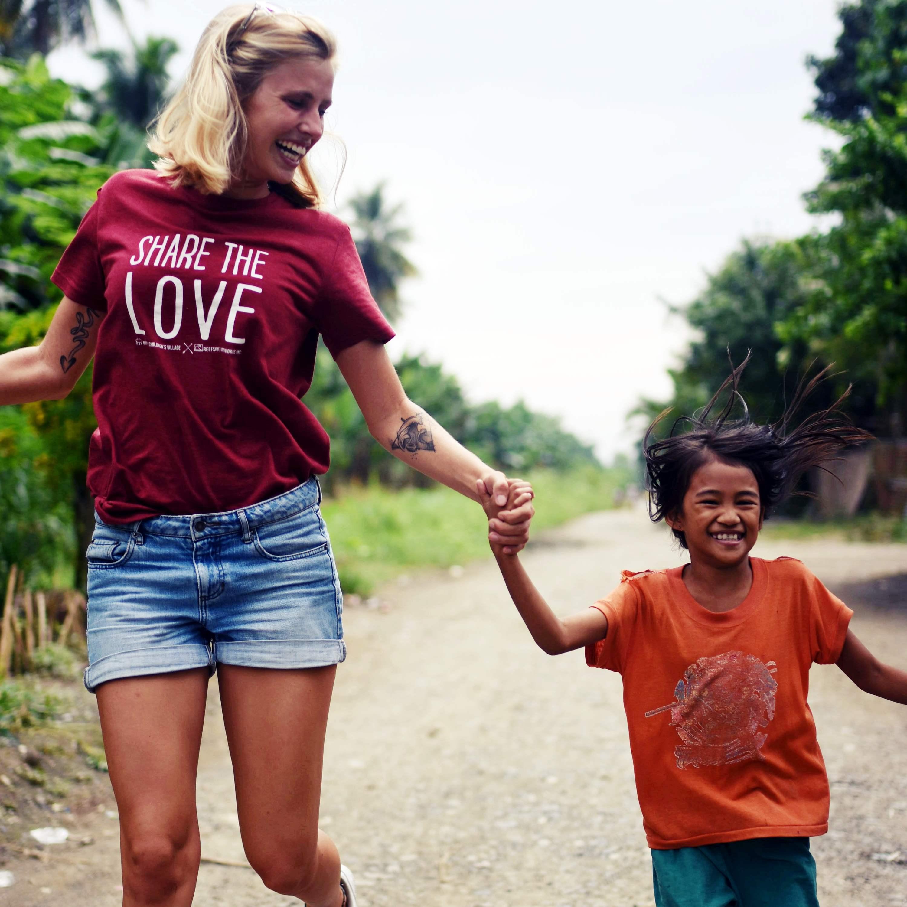 DSC 8617 - Share the love T-shirts