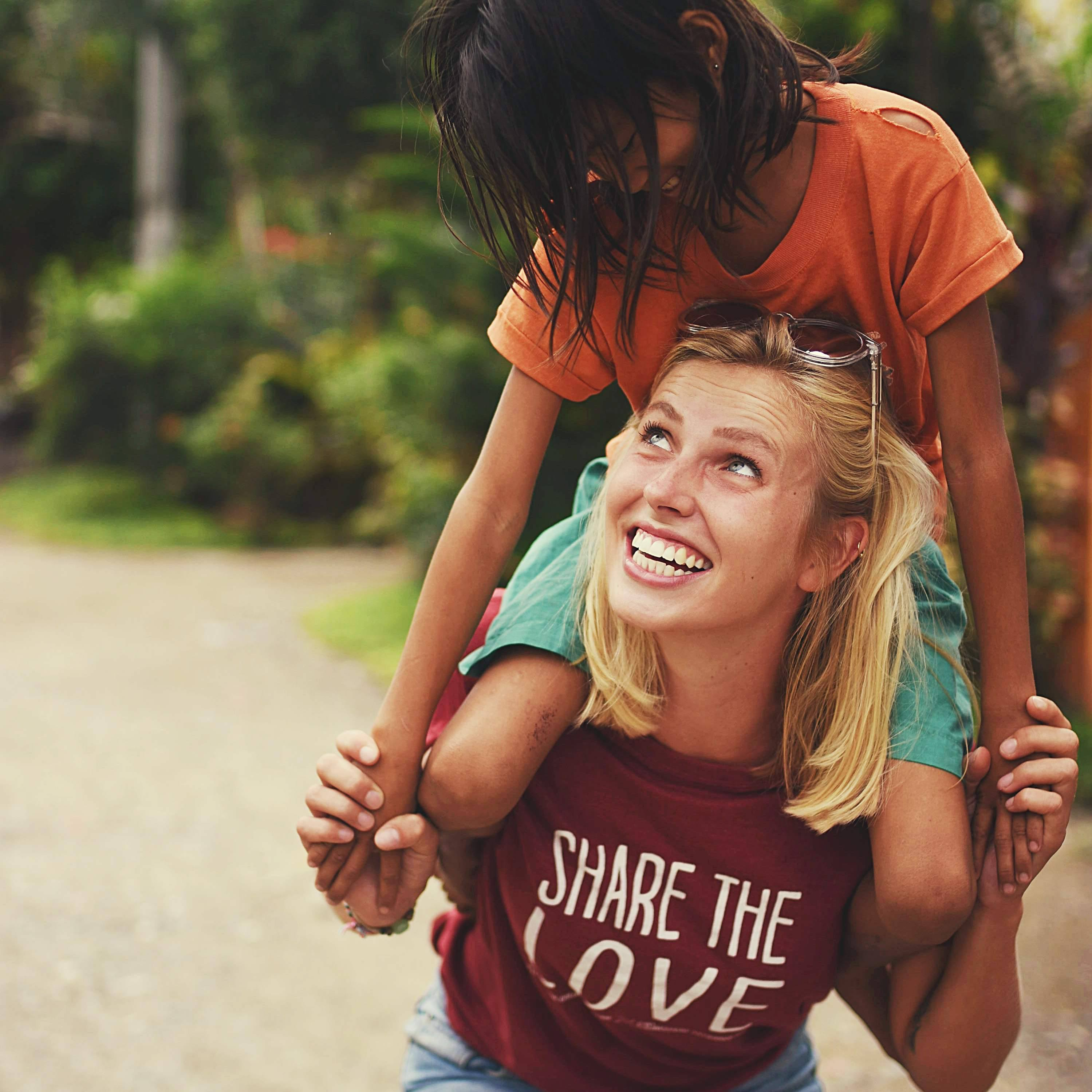 DSC 86261 - Share the love T-shirts