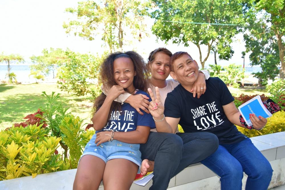 Cherilyn 2 - Share the love T-shirts